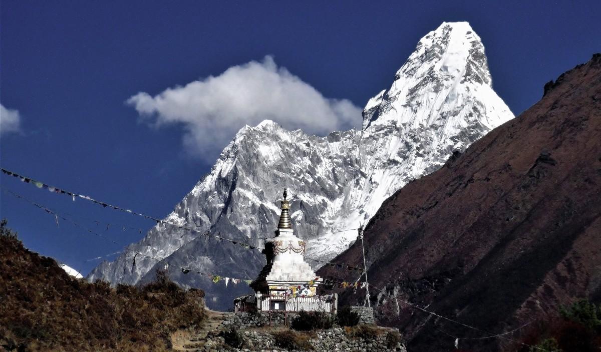 Zdjęcia: Tenzing Norgey Memorial Stupa , Himalaje, rejon Namcze Bazar, W cieniu Ama Dablam, NEPAL