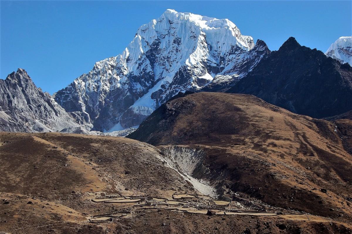Zdjęcia: górna Dudh Koshi Nadi, Himalaje, rejon  Gokyo Ri, Cholatse , NEPAL