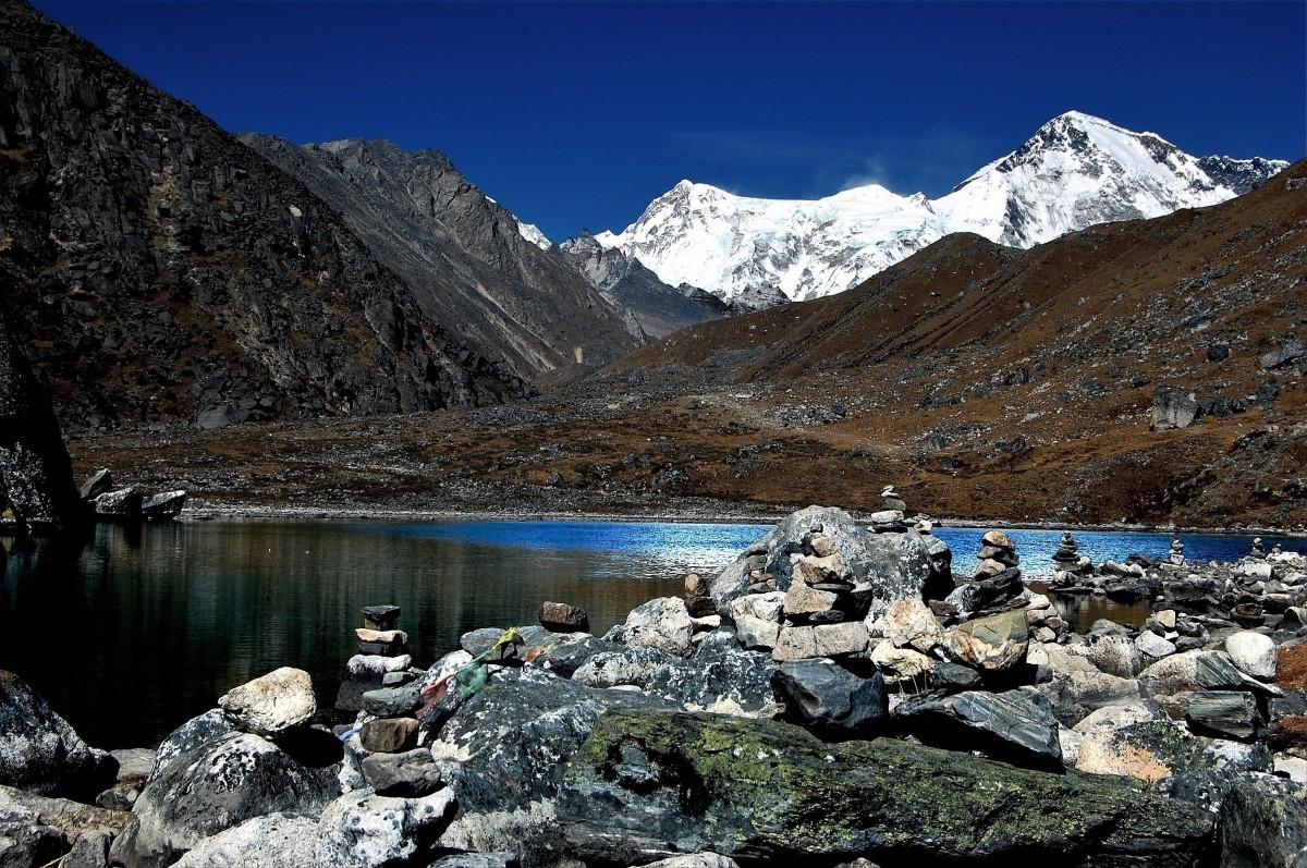 Zdjęcia: na mapie oznaczone jako Longpongo (-:, Himalaje, rejon  Gokyo Ri, Taujung Tso (jezioro), NEPAL