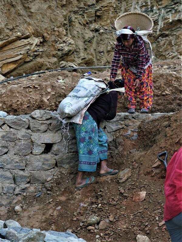 Zdjęcia: Miasto Pokhara, Pokhara, Inny wymiar pracy..., NEPAL