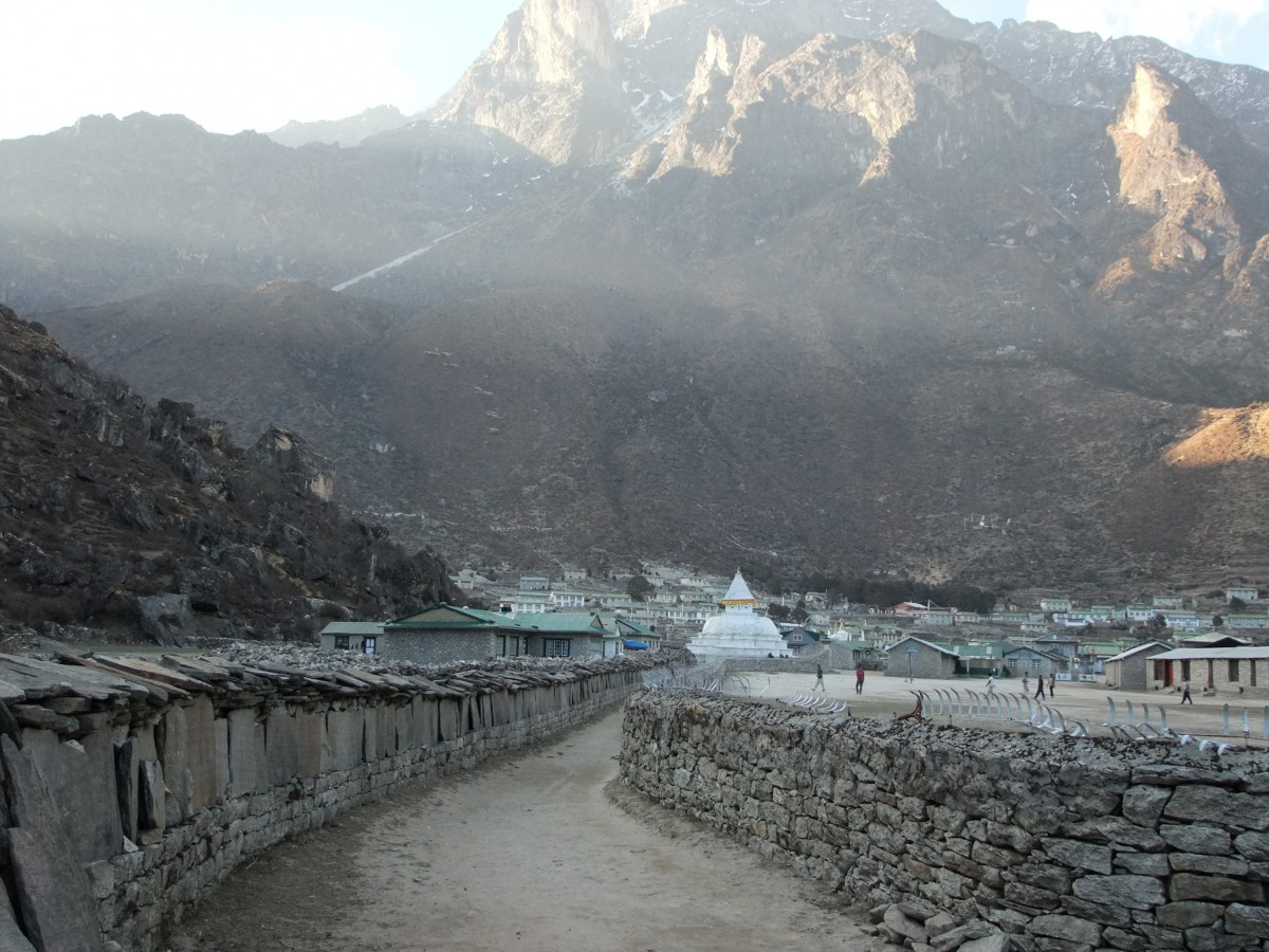 Zdjęcia: Khumjung, Khumbu, Mani walls, NEPAL