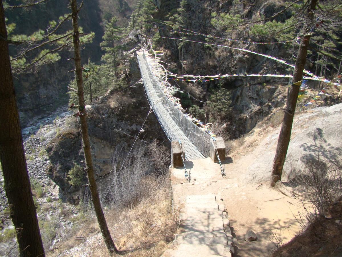 Zdjęcia: Himalaje, Khumbu, Most wiszący na Dudh Koshi, NEPAL