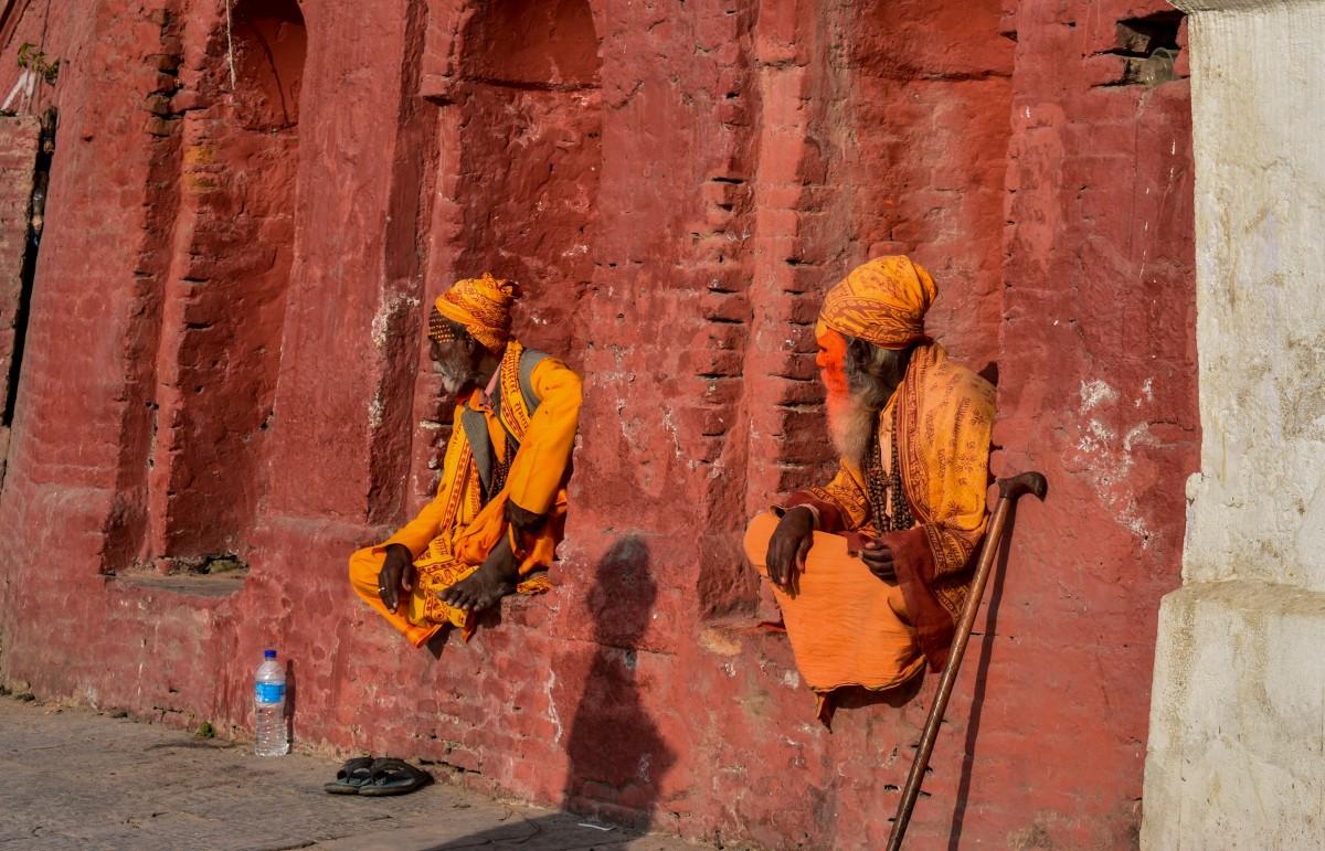 Zdjęcia: Katmandu, Katmandu, Mnisi w  Pashupatinath , NEPAL