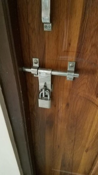Zdjęcia: Katamandu, katamndzki, Zamkniecie drzwi hotelowych, NEPAL