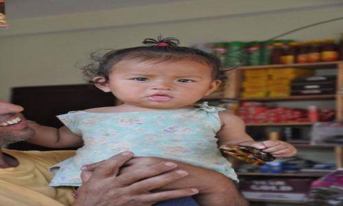 Zdjęcie NEPAL / Nepal / Chitwan / ślicznotka