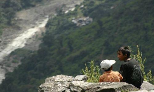 Zdjecie NEPAL / Annapurna / Chhommrong / dyskusje nad przepaścią