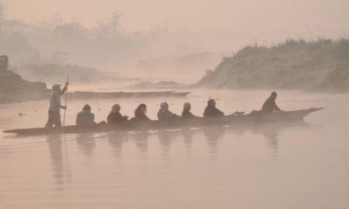 Zdjecie NEPAL / Chitwan / Rapti / Poranna przeprawa