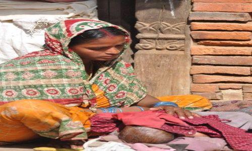 Zdjęcie NEPAL / Dolina Kathmandu / Bakhtapur / Zmartwienie II