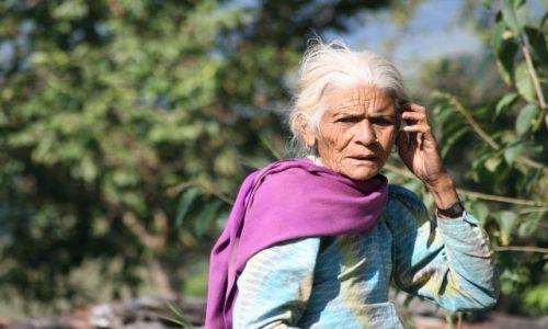 NEPAL / Pokhara / Naunanda / Kobieta z gor