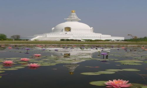 NEPAL / Lumbini / Park / Pagoda �wiatowego pokoju