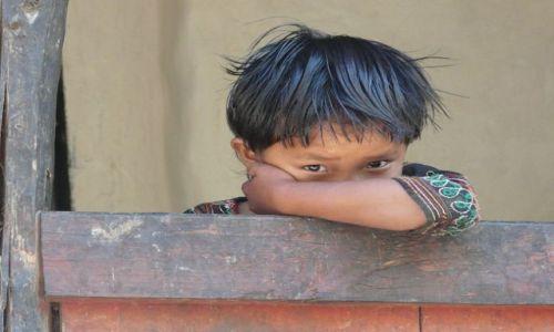 Zdjecie NEPAL / - / w drodze dookoła Manaslu / Te oczy mówią wszystko