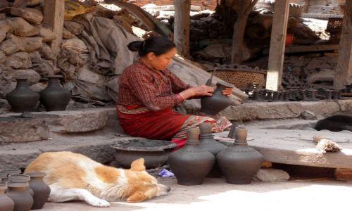 Zdjęcie NEPAL / Dolina Kathmandu / Bhaktapur / Garncarka z Bhaktapuru