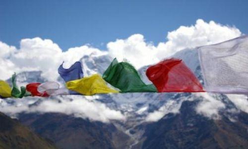 Zdjęcie NEPAL / - / Machermo / Flagi modlitewne