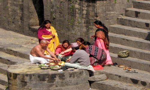 Zdjecie NEPAL / Dolina Kathmandu / Kathmandu / Po ceremoni pog