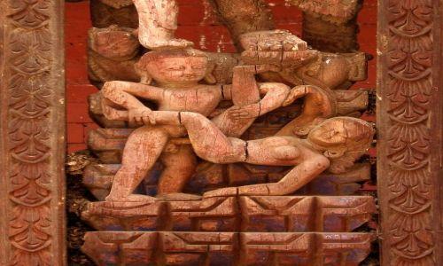 Zdjęcie NEPAL / Dolina Kathmandu / Bhaktapur / Zdobienie świątyni