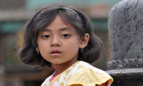 Zdjecie NEPAL / Kathmandu / Swayabunath / dziewczynka