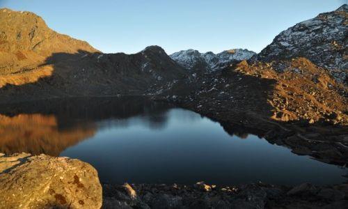 NEPAL / Langtang National Park / Gosaikunda / Zachodnie swiatło nad Gosaikunda Lake 4380m.n.p.m.
