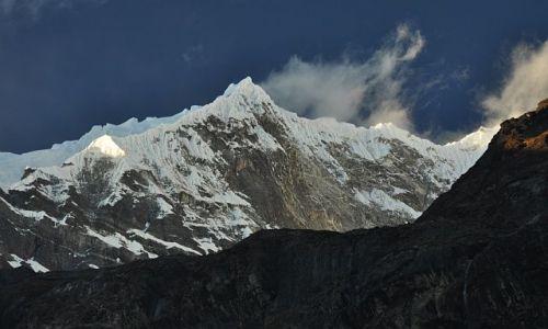 Zdjęcie NEPAL / Langtang National Park / Langtang / Langtang Lirung o zachodzie