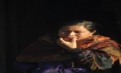 Zdjecie NEPAL / Langtang / Dunche / Kobieta z Dunche