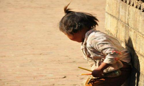 NEPAL / - / Bhaktapur / Kolorowe kredki