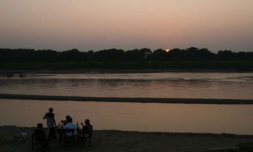 Zdjęcie NEPAL / Chitwan / Sauraha / nad rzeką Rapti