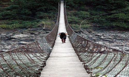 NEPAL / - / Most na rzece Trisuli / Niekończący się most