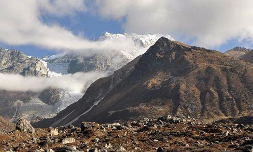 Zdjecie NEPAL / Langtang / przez Kyanjin Gompa / Kyanjin Ji