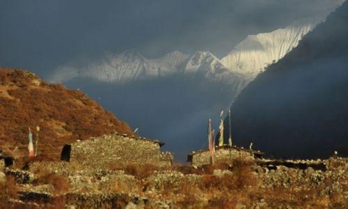 Zdjecie NEPAL / Langtang / Langtang / Langtang o zachodzie