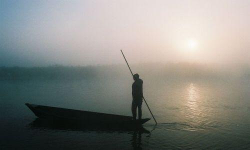 Zdjecie NEPAL / Chituan Park / Rzeka Short River / Przeprawa o świcie