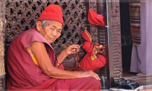 Zdjecie NEPAL / Kathmandu / Stupa Bouddanath / mniszka