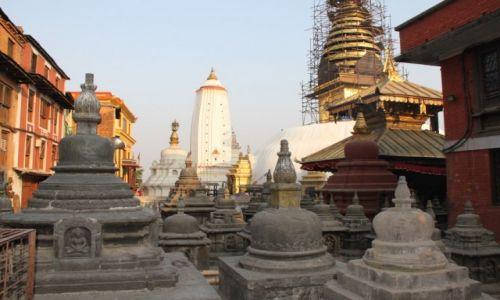 Zdjęcie NEPAL / -Kathmandu /  Swajambhunath Świątynia małp / Stupy