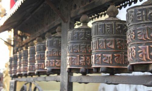 Zdjecie NEPAL / -Kathamandu / Swajambhunath / Młynki modlitewne