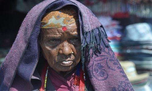 Zdjecie NEPAL / - / Pokhara / Zycie wypisane na twarzy