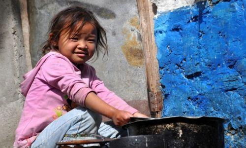 NEPAL / Annapurna Round Trek / Sikha / dziewczynka