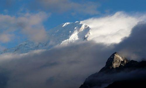Zdjecie NEPAL / Himalaje / gdzieś pod Manaslu / Na wyciągnięcie ręki...
