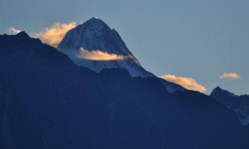 Zdjęcie NEPAL / Annapurna Range / Tadapani / Hinchuli o wschodzie