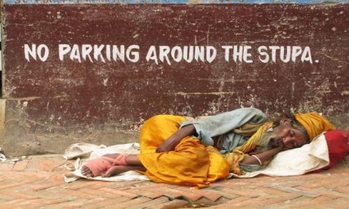 Zdjecie NEPAL / Kathmandu / Boudhanath Stupa / Zakaz parkowania