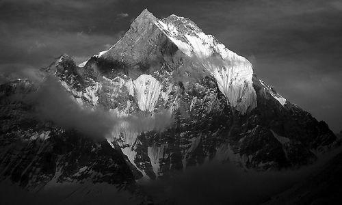 Zdjecie NEPAL / Nepal / Baza Annapurna / Na czarno - biało