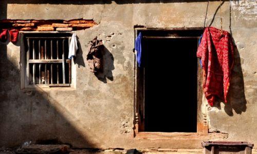 Zdjęcie NEPAL / - / Nepal / Przed domem