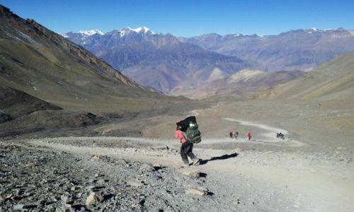 Zdjecie NEPAL / Annapurna / przełęcz Thorong La 5146m / zejście z Thorong La
