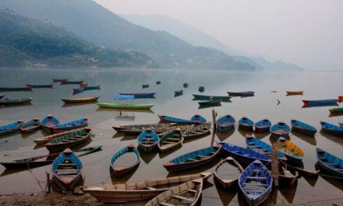 NEPAL / Pokhara  / jezioro Phewa Tal / Pokhara Phewa Tal