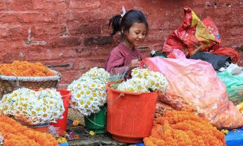 Zdjecie NEPAL / Kathmandu / Durbar Square / Kwiaciarka