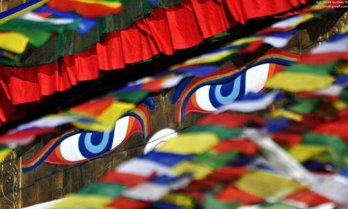 NEPAL / Kathmandu / Stupa Bouddanath / oczy Buddhy