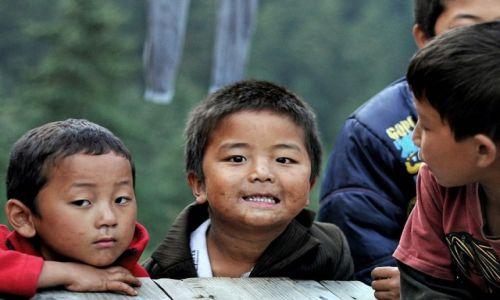 Zdjecie NEPAL / Langtang / Thulo Syaphru / Chłopcy z Thulo Syaphru