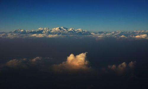 Zdjecie NEPAL / Centralny Nepal / Nad Kathmandu / Chmury czy góry?