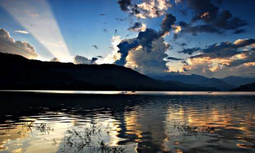 Zdjecie NEPAL / Pokhara / Pokhara / Jezioro Fewa