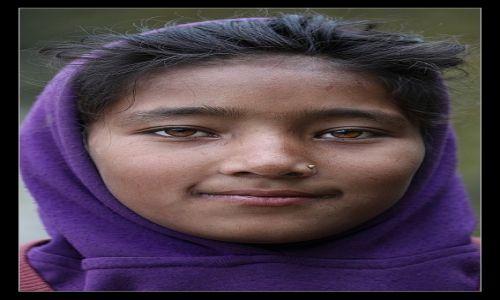 NEPAL / Annapurna / jakaś wioska / Dziewczyna z gór