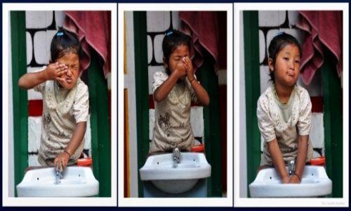 Zdjecie NEPAL / Annapurna / Dharapani / Mycie w 3 aktach