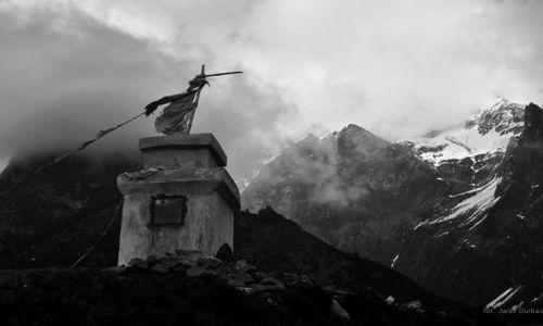 Zdjecie NEPAL / trek dookoła Manaslu / okolice Samdo / Tym którzy zostali w górach
