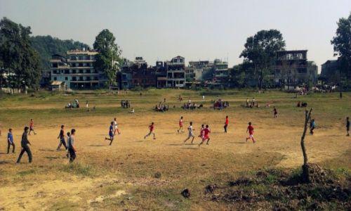 Zdjęcie NEPAL / Kaski / POKHARA / Zacięty mecz